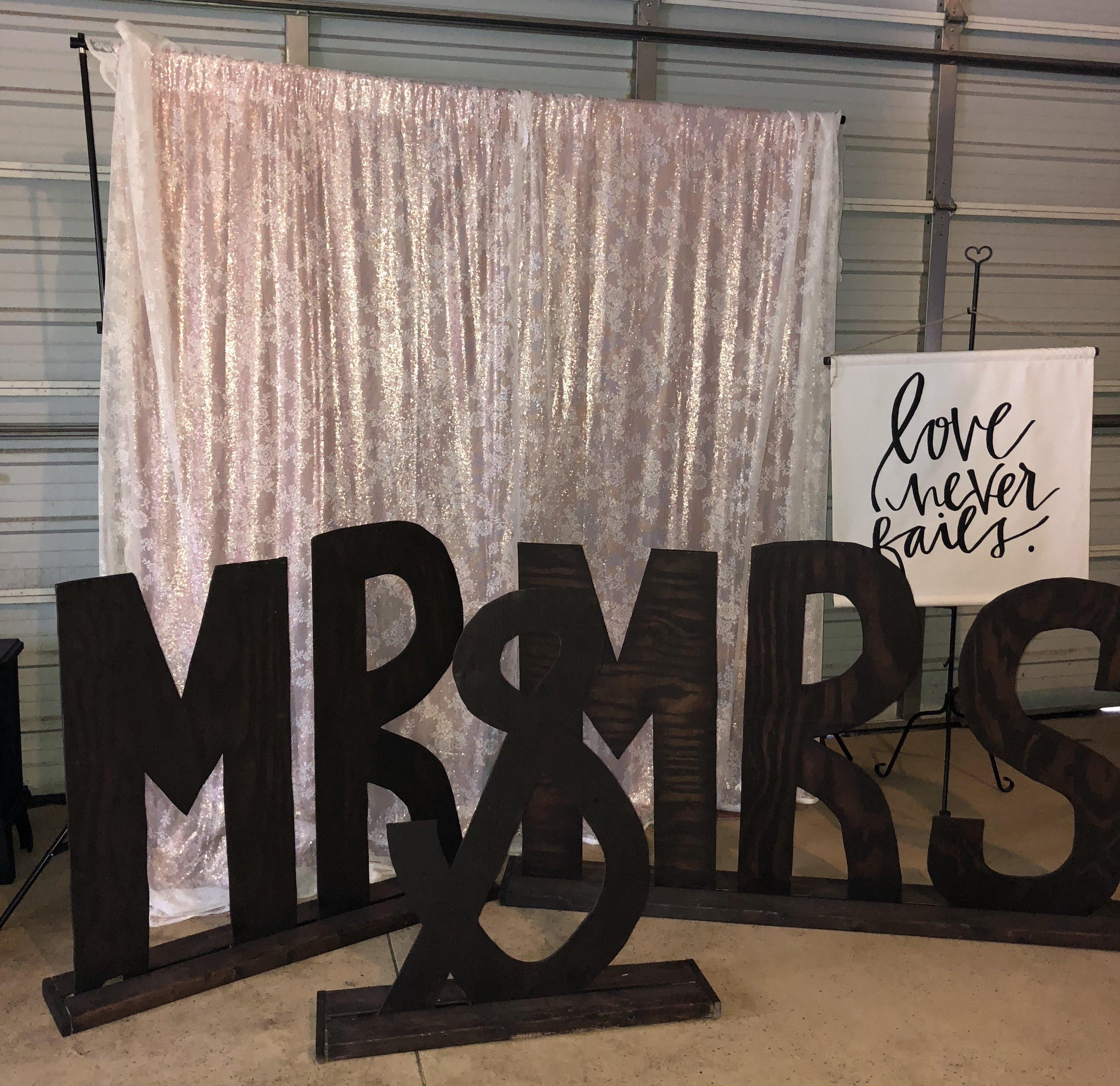 Large Mr & Mrs Sign