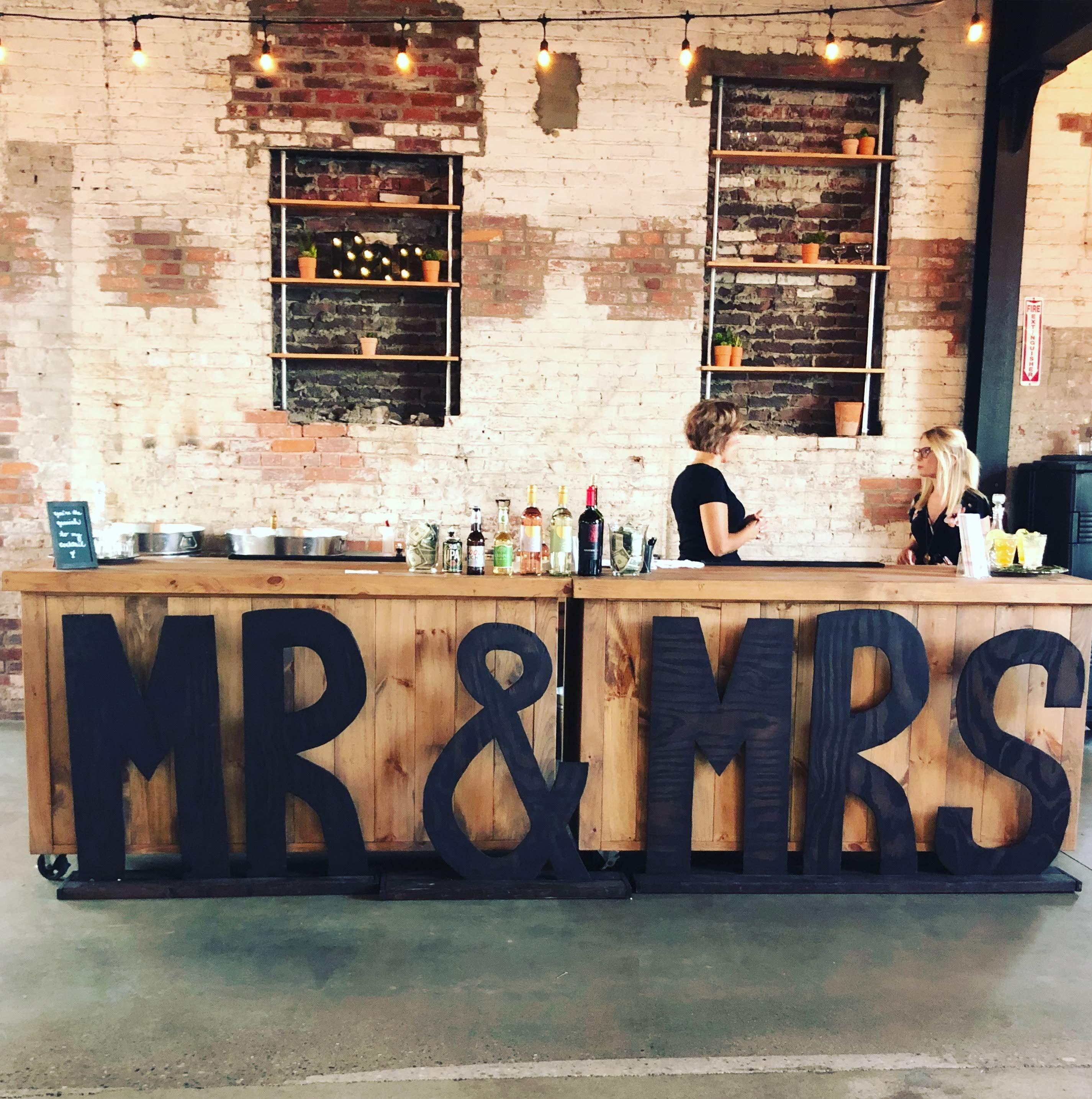 Large Mr & Mrs Sign