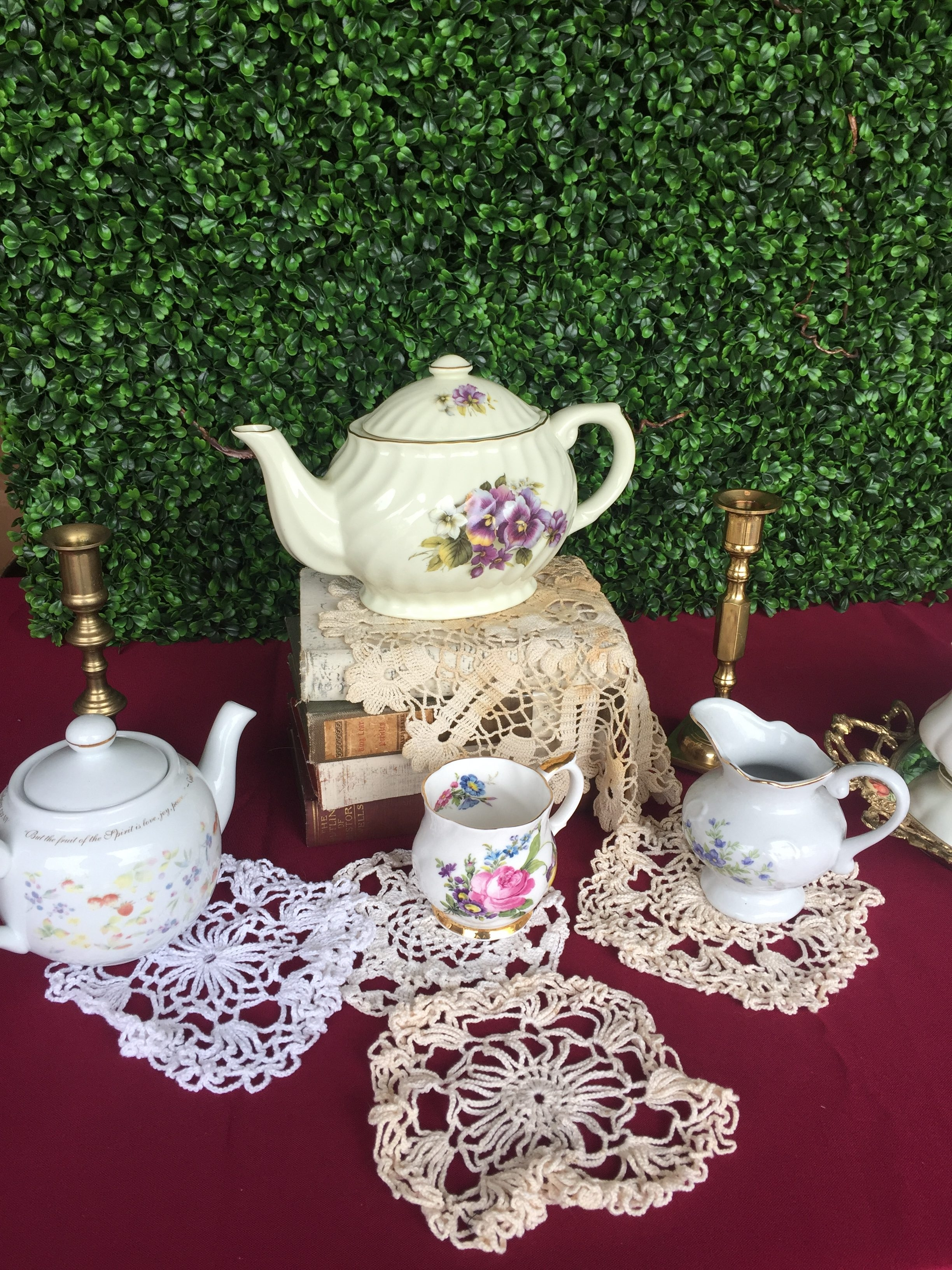 Ceramic Tea Pots & Doiles